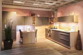 Nobilia Touch Lacklaminat Steingrau supermatt moderne Küche mit integriertem Küchentisch und viel Stauraum Koje 49