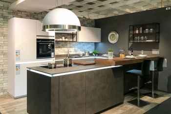 Nolte Küche Portland Zement Anthrazit ausgestattet mit beleuchteten LED-Griffmulden und furnierter Tresenplatte Koje 52