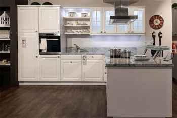 Nolte Küche Elegance Lack Weiß Hochglanz Arbeitsplatte Naturstein Viscounte White Koje 52