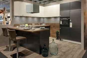 WERT-KÜCHE Galina Weiß Hochglanz kombiniert mit Titan matt gebürstet Nachbildung Arbeitsplatte Urban Wood Nachbildung Koje 22