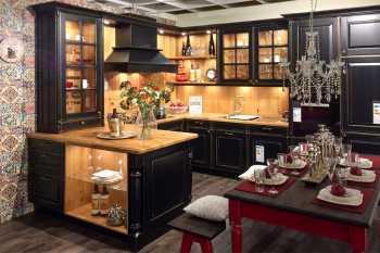 Oster Küche Castel Eiche massiv Schwarz lackiert und Kanten geschliffen kombiniert mit Wildeiche massiv Koje 80