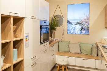 Nobilia Focus Lack Alpinweiß Ultra-Hochglanz kombiniert mit Eiche Virginia Nachbildung diese Küche ist auf nur 8m² geplant Koje 53