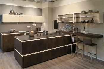 Nolte Küche Metal Kupfer Oxid ein Highlight dieser Küche sind die SlimLine Arbeitsplatten und die beleuchteten Griffmulden Koje 20