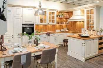 Oster Küche Castel Eiche massiv Altweiß lackiert und Kanten geschliffen kombiniert mit Wildeiche massiv Koje 48
