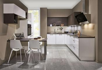 Nobilia Flash Weiß Hochglanz kombiniert mit Rusty Plates Nachbildung kleine Küche
