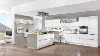 Nobilia Laser Alpinweiß große Küchenplanung mit Griffleisten