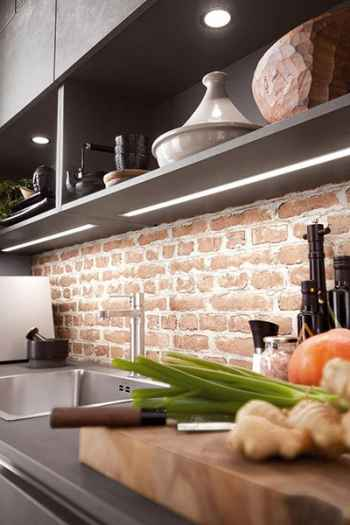 Nobilia Riva Beton Schiefergrau Nachbildung integrierte LED-Beleuchtung in den Oberschränken