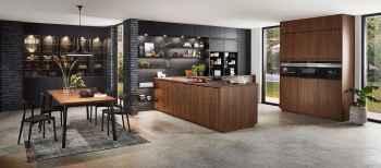 Nobilia Riva Nussbaum Nachbildung kombiniert mit Touch Schwarz supermatt, ein exklusiver Style