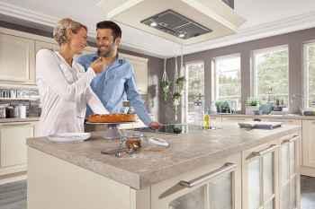 Nobilia Sylt Lack Magnolia matt Paar in der Küche