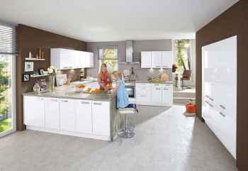 Nobilia Focus Weiß Ultra-Hochglanz klassische Küche mit Hochschrankelement