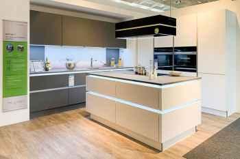Nolte Küche Glas Tec Satin Satinglas weiß lackiert ausgestattet mit der Dunsthaube Berbel Skyline Koje 81